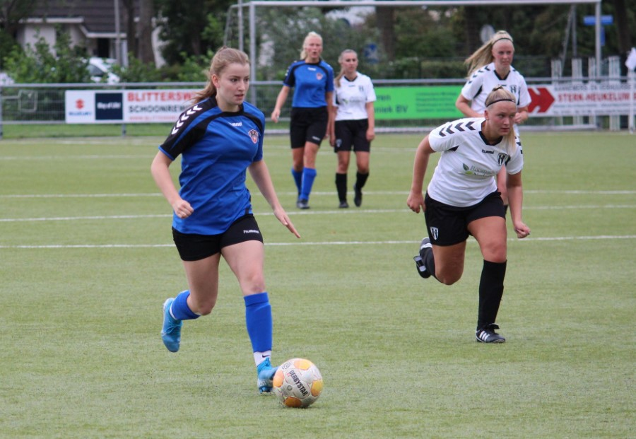 De talentvolle Jasmijn van der Boor bij haar debuut in IFC Vrouwen